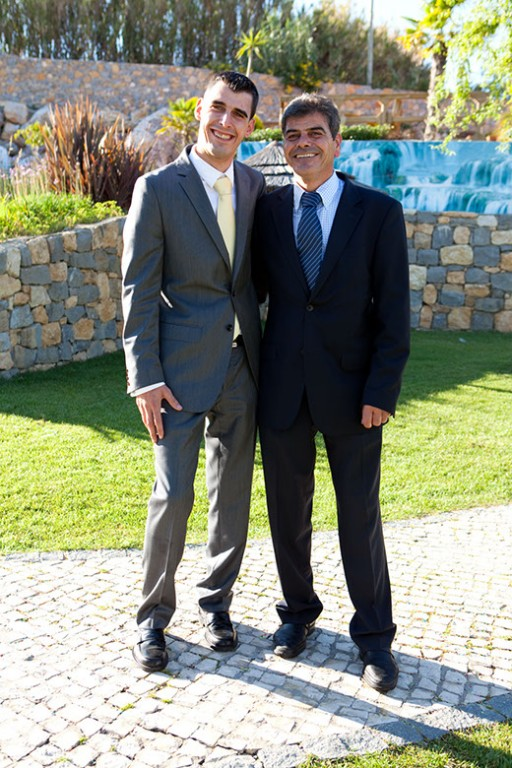 O noivo com o pai enquanto eu não chegava :)