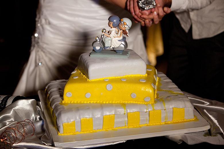 Bolo - Amarelo e LINDO!!! :)