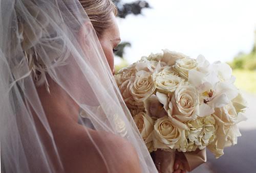 Bouquet de noiva simplesmente branco