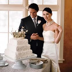 Noivos e bolo casamento