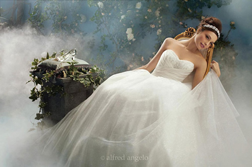 fairy-tale-wedding-ideas-with-disney-inspired-bridal-gowns-05
