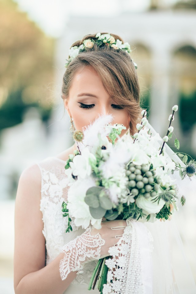 Noiva com bouquet branco