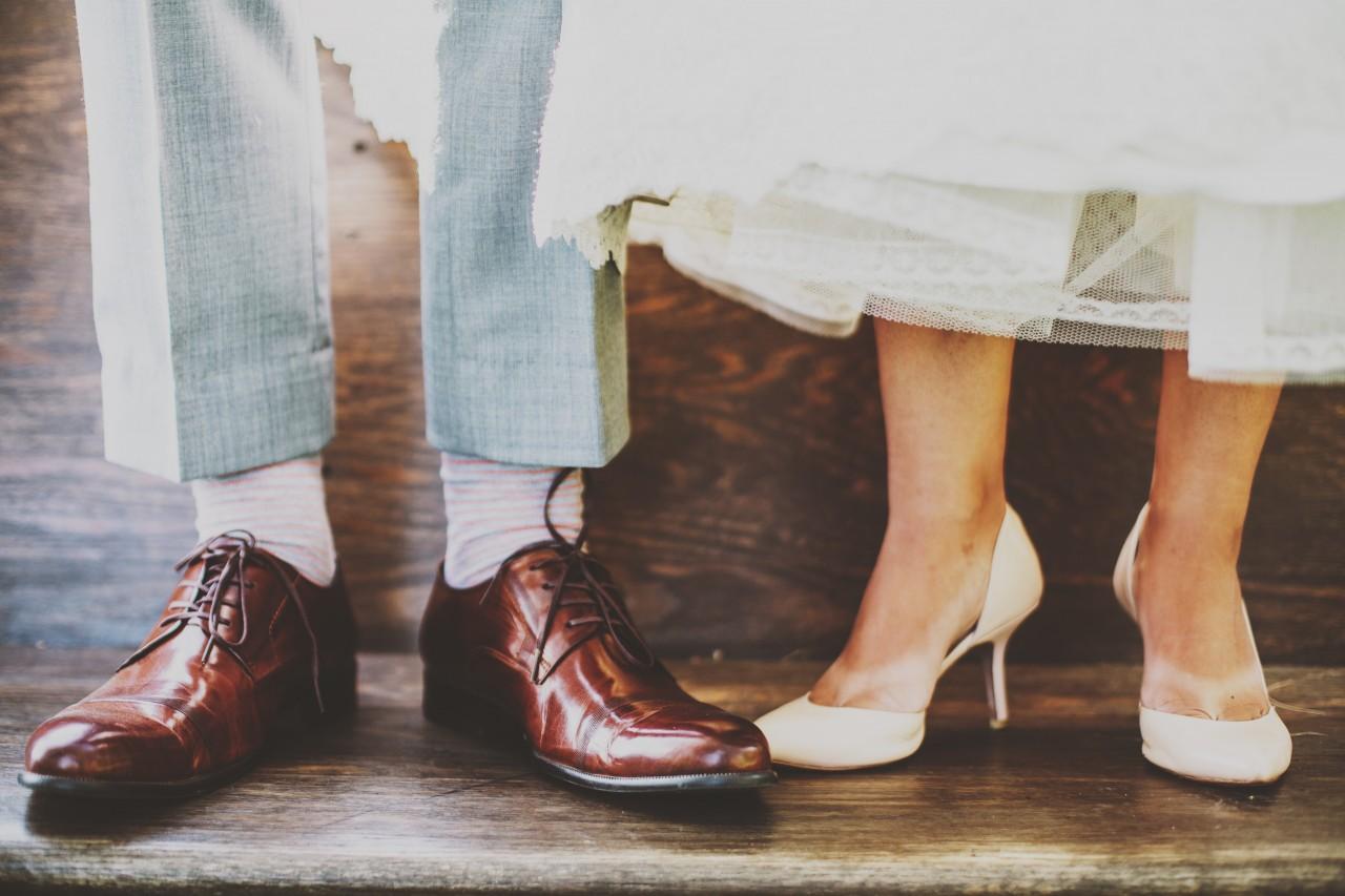pés dos noivos