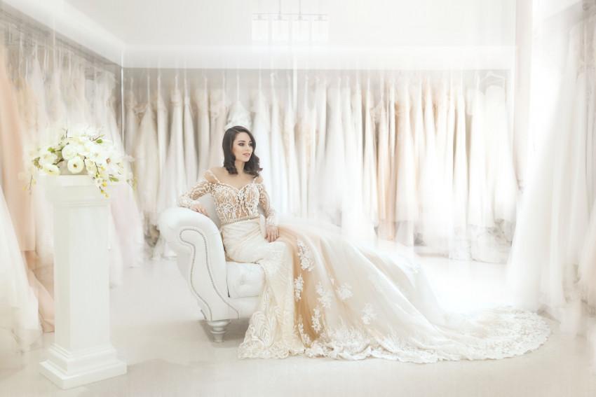 Noiva na loja de noivas