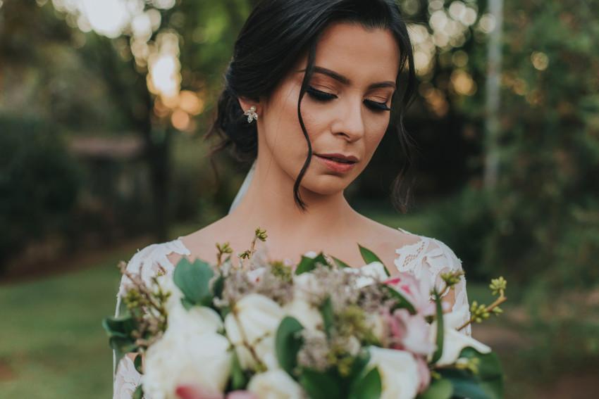 Noiva com cabelo preso