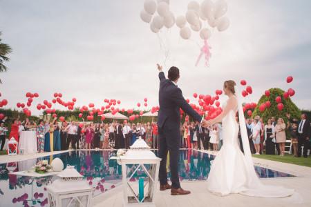 Noivos com balões