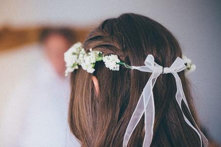 Noiva com coroa de flores